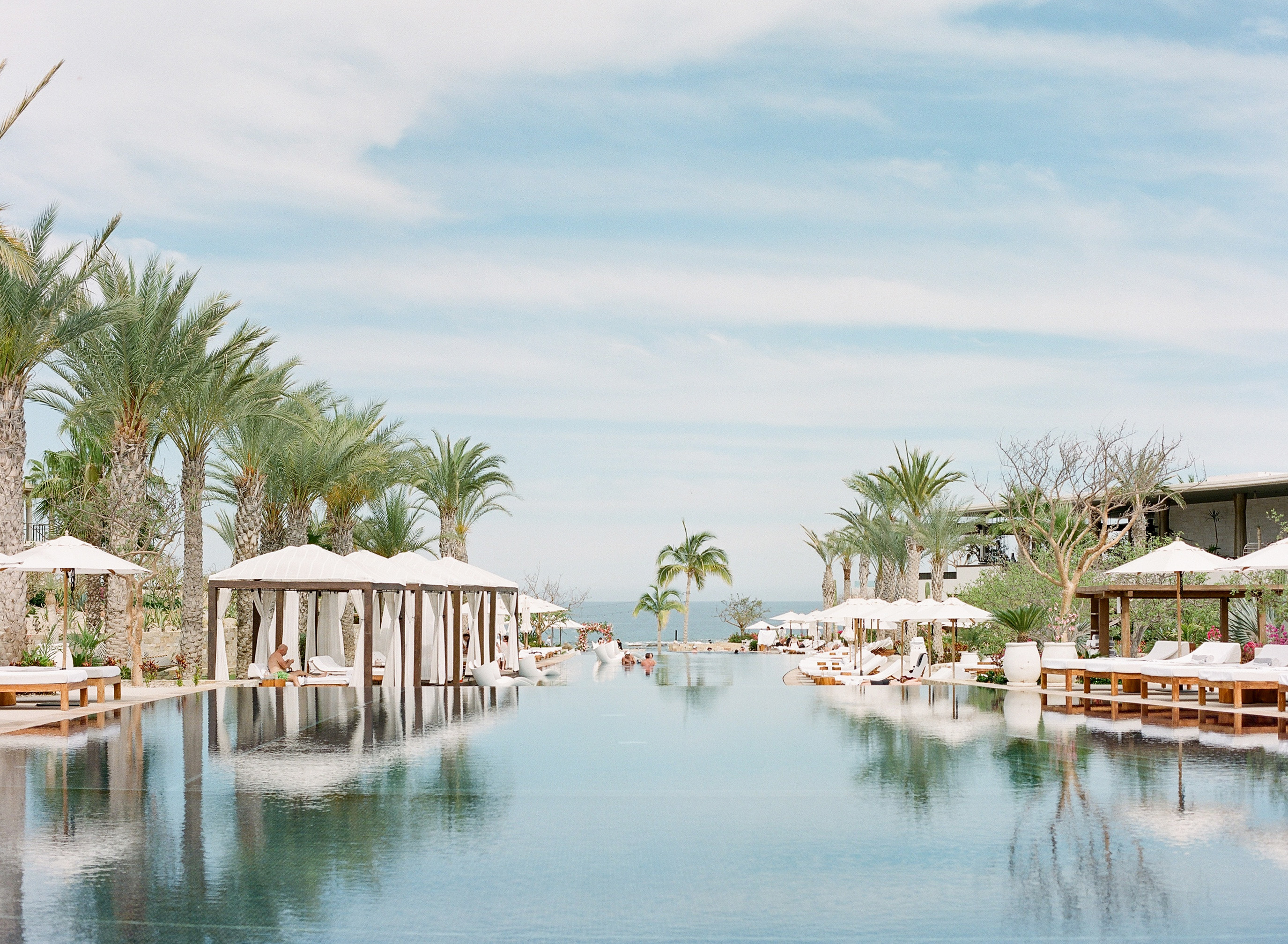 luxury infinity pool for a destination wedding in Cabo